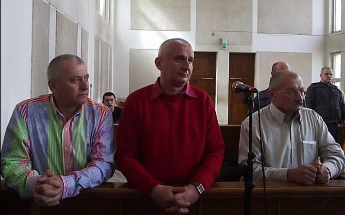 Șefii din trustul Gazeta – Ioan Oțel, Liviu Man și Aurel Mureșan – în boxa acuzaților la Brăila. (Sursa foto adevarul.ro)