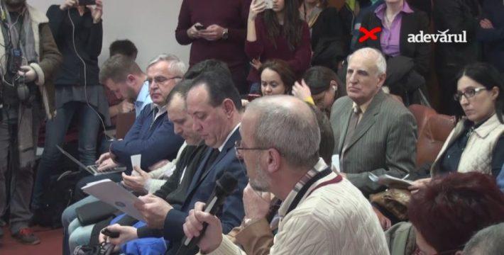 Corneliu Bălan e cel marcat cu X, iar Liviu Avram are microfonul